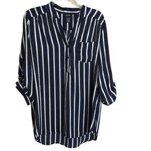 Justify blouse navy and cream size XL EUC